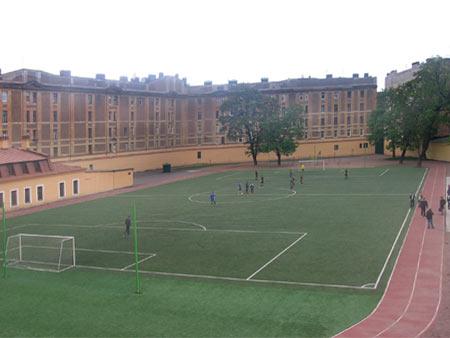 жизни — школьный стадион